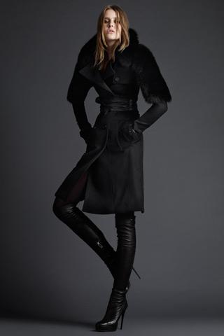 Noile paltoane si haine de iarna de la Burberry