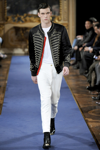 Moda masculina de toamna-iarna 2011 trage cu ochiul catre Napoleon