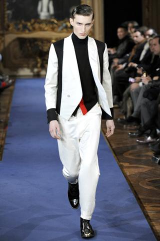Pantaloni albi, piesa de costum. Numai pentru barbati