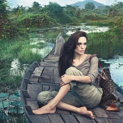 Angelina Jolie, calatoarea cu Vuitton-ul la brat