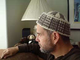 Capul sus! Caciuli tricotate pentru barbati