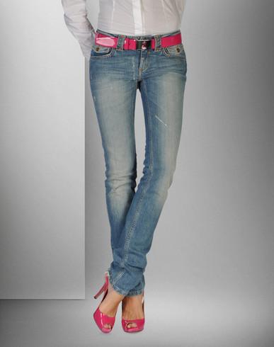 Blugi 2011 pentru femei. De la Dolce&Gabbana