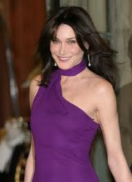 Carla Bruni – fashion icon sau manechin al caselor de moda?