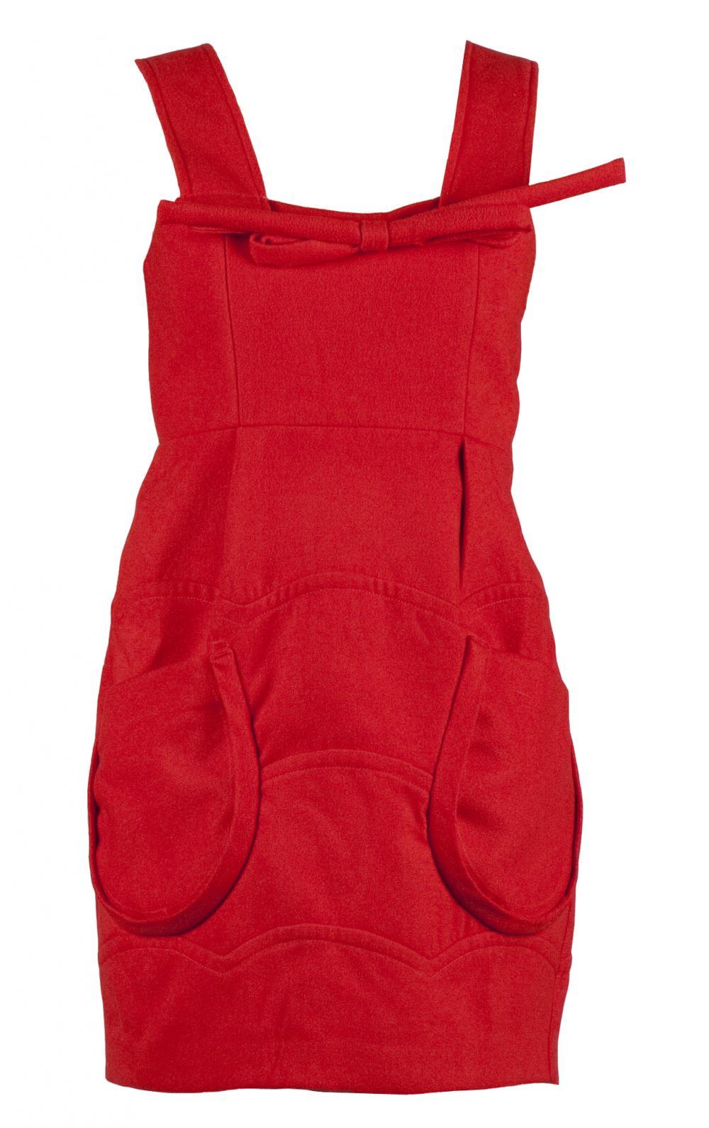 Indrazneste: rochie rosie din stofa