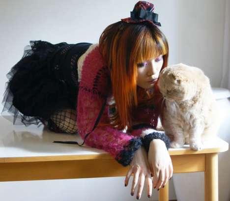 Gothic Lolita si motanul ei galben