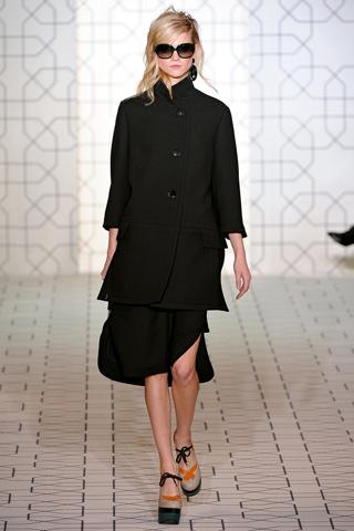 Paltoane de dama cu semnatura de designer. Atitudinea din guler