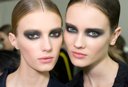 Machiaj smokey eyes by Chanel. Exerseaza-ti privirea dramatica!