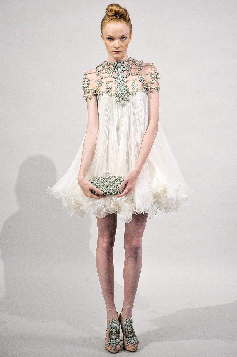 Tinute de gala – rochii cu margele aplicate