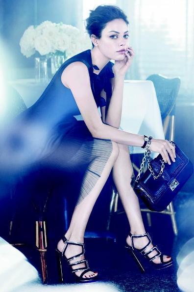 Mila Kunis, cu noile genti Dior la umar