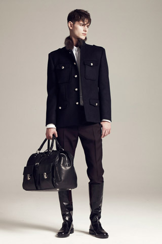 Moda barbateasca de toamna 2011. Haine semnate Marc Jacobs