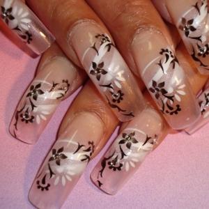 Sa vina primavara! Modele de unghii cu flori