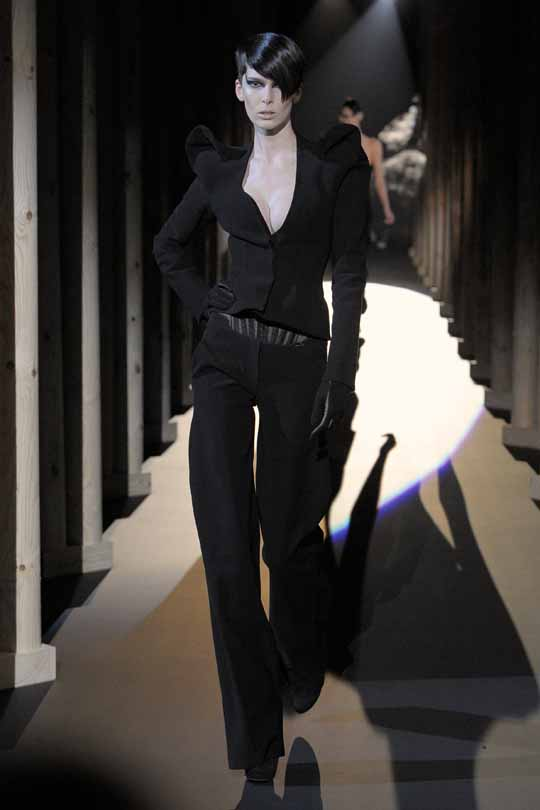 Outfituri Mugler, pe placul lui Lady Gaga