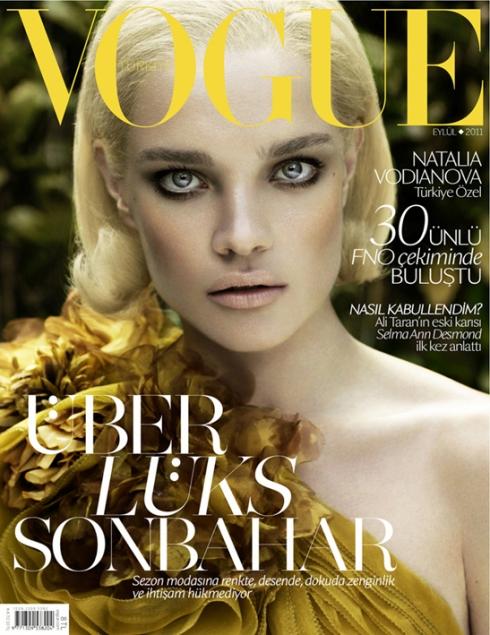 Natalia Vodianova tinteste cu privirea de pe coperta Vogue