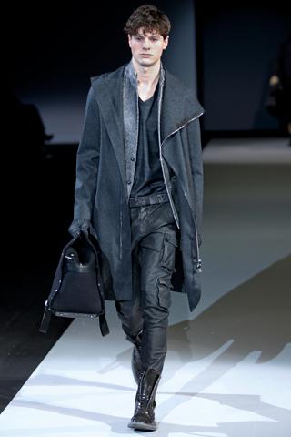 Pantalonii din piele pentru barbati aterizeaza in moda toamnei