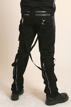 Pantaloni barbatesti cu accente gotice