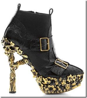 Cei mai ciudati pantofi de pe runway