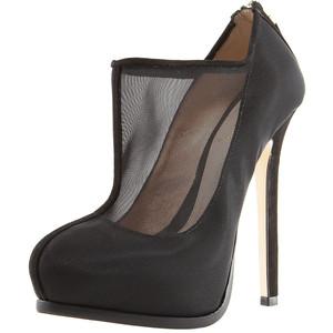 Cele mai noi trenduri la pantofi 2011. Plasa si platforma ascunsa