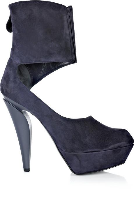 Pantofi din piele intoarsa pentru fashioniste cu personalitate