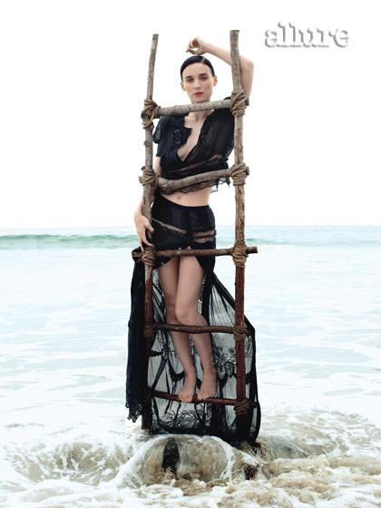 Rooney Mara, de pe plaja din Malibu, direct pe coperta Allure