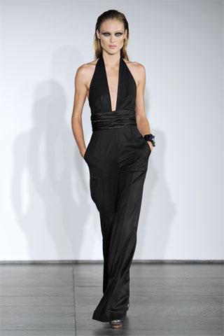 Salopeta glam aterizeaza in moda 2011