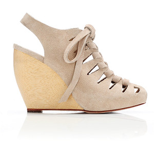 Most wanted in 2011 – pantofii nude cu platforma