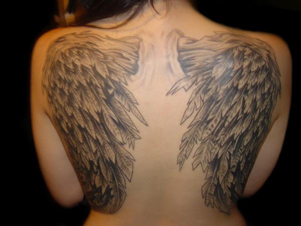 Tatuaj cu aripi de inger