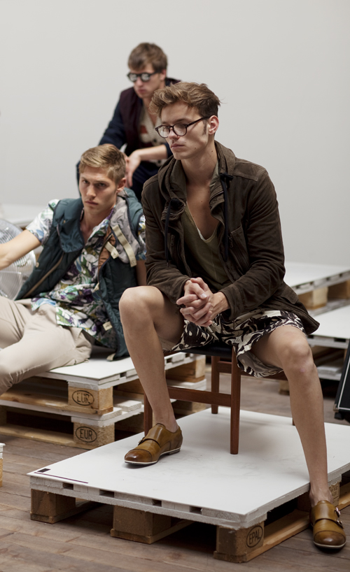 Imprimeurile cu flori migreaza in moda 2011 pentru barbati