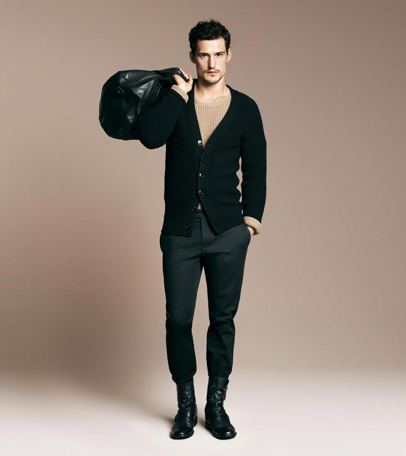 Paltoane militare si pantaloni varati in ghete, pentru barbati la moda
